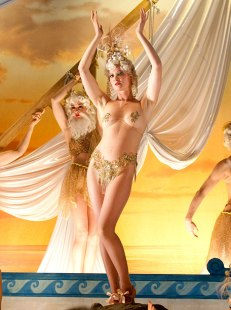Boardwalk Empire 2010 Gretchen Mol plays a showgirl (only ID availbale is of Gretchen Mol in the center of the tableau)